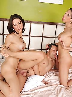 Shemale Threesome Pics